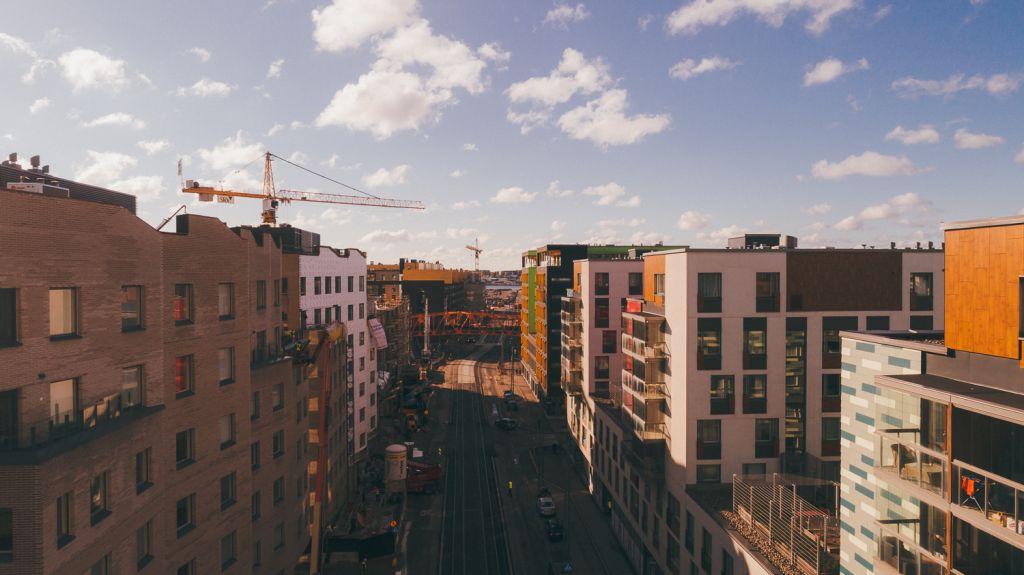 Kasvukeskuksiin rakennetaan ennätysmäärä asuntoja kaupungistumisen vuoksi – onko kasvukeskuksissa asuntokupla?