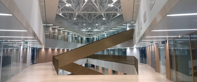 Aalto-yliopiston kauppakorkeakoulun uudet tilat tarjoavat mahdollisuuksia kohtaamisille