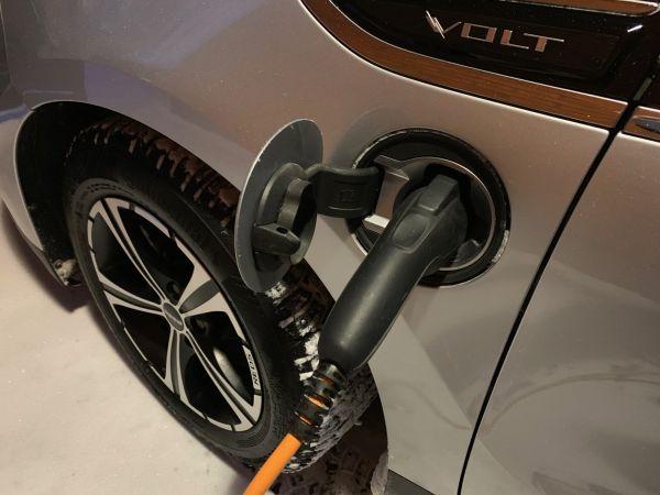 Sähköautojen yleistyminen. Ongelma vai mahdollisuus taloyhtiöissä?