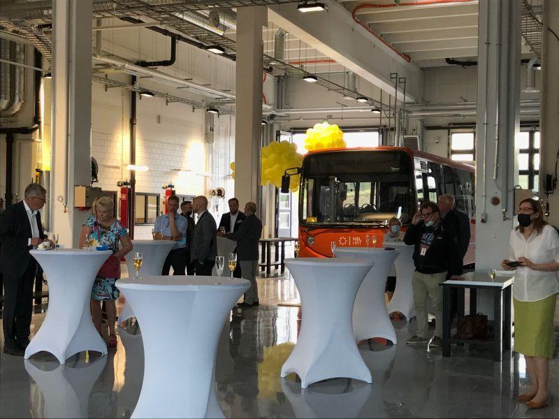 Ojangon bussivarikon avajaisia juhlittiin Vantaalla